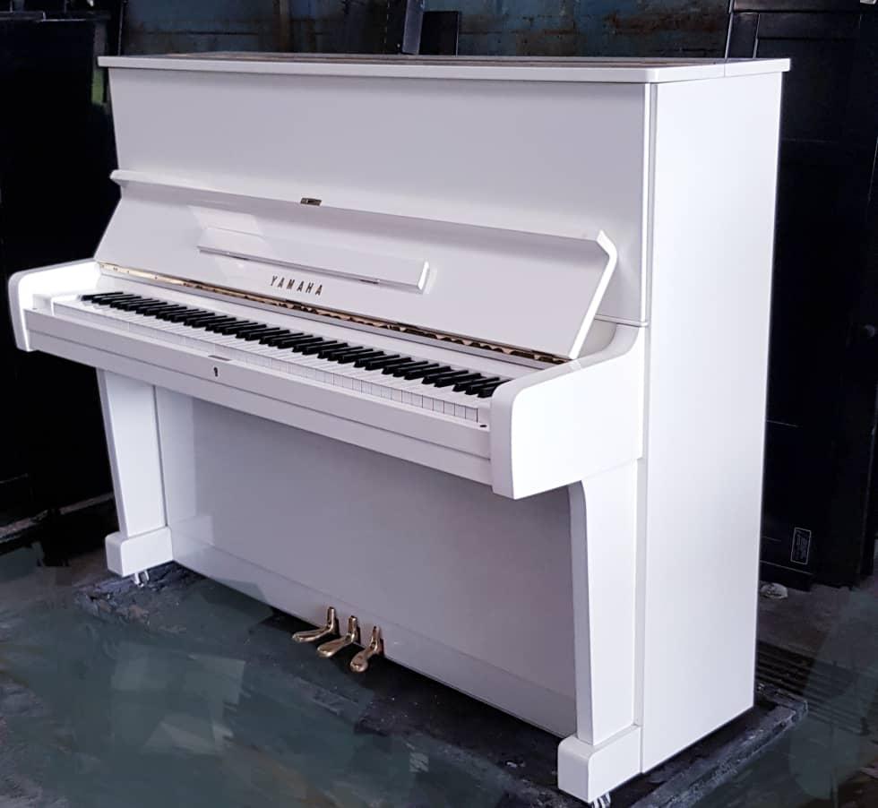 Yamaha U1E white